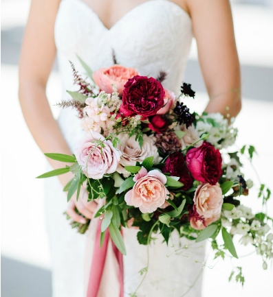 A bride's bouquet with neutral flowers | Indianapolis wedding photographers