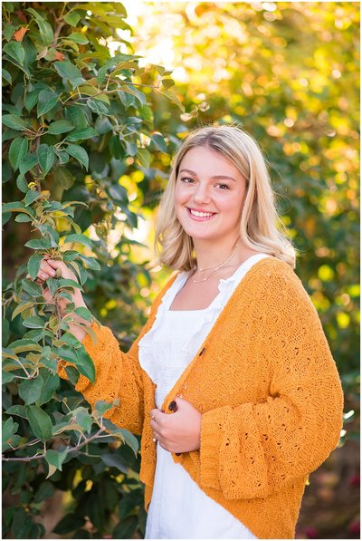 summer senior portraits in sunflowers