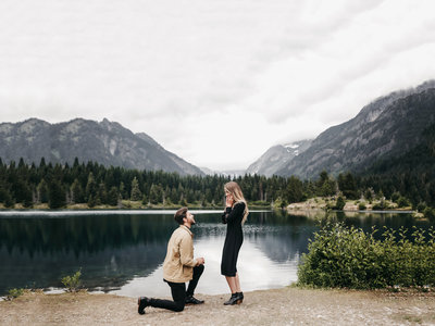 athena-and-camron-seattle-wedding-photographer-surprise-proposal-gold-creek-pond-engagement-jen-andrew1