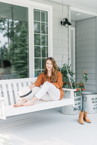Amanda, home decor and interior design blogger from the Ginger Home