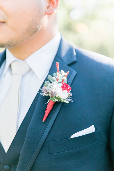 groom with boutinierre