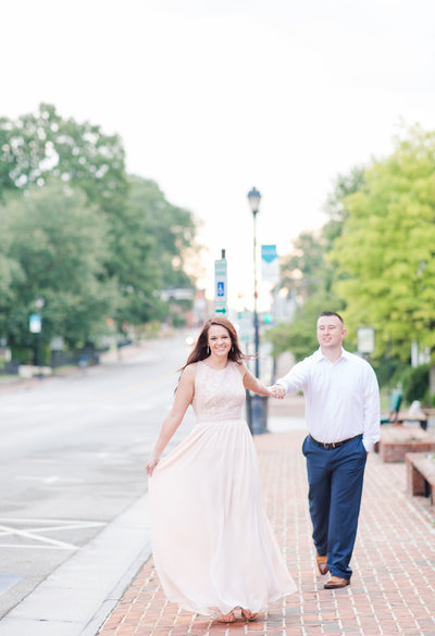 downtown-engagement-Elizabeth-hill-photography-virginia