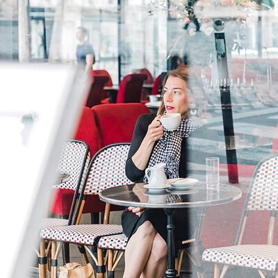 paris-cafe-woman