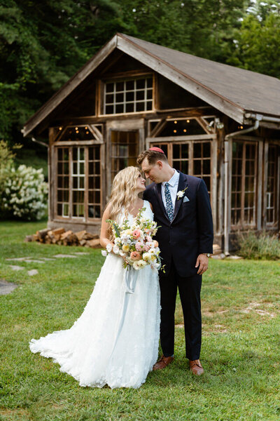 Catskills-Wedding-Planner-Foxfire-Mountain-House-Wedding-Canvas-Weddings-Bride-and-Groom-Glass-House