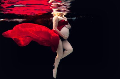 RENEE STENGEL Photography | Charlotte Portrait and Underwater Photographer |  Underwater Maternity in Red