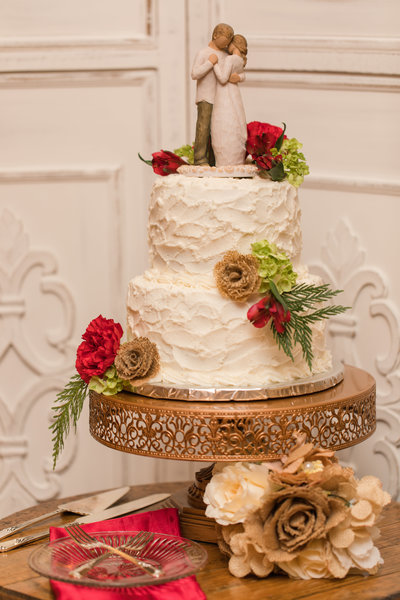 Winter wedding cake at the Golden Horseshoe Inn wedding venue