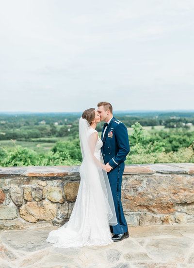 bride and groom kissing in virginia