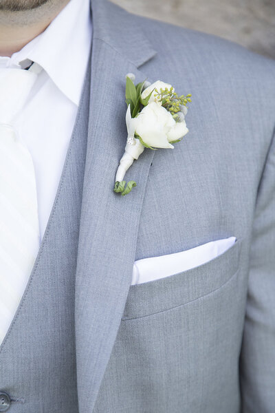 AmandaGregWedding grey tux white flower close up wedding details best wedding photographer