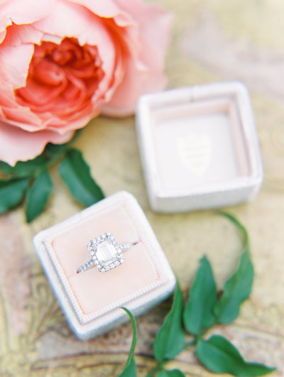 mrs box ring photo by portland wedding photographers sweetlife photography
