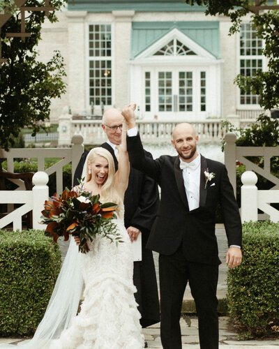 wedding ceremony at hershey gardens by philadelphia wedding photographer bobbi phelps