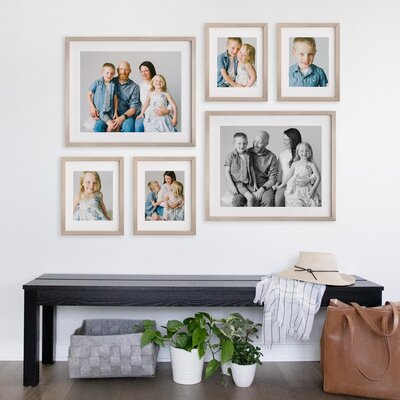 DESIGN_AGLOW_MULTIPLE_FRAMES_MOCKUP_030