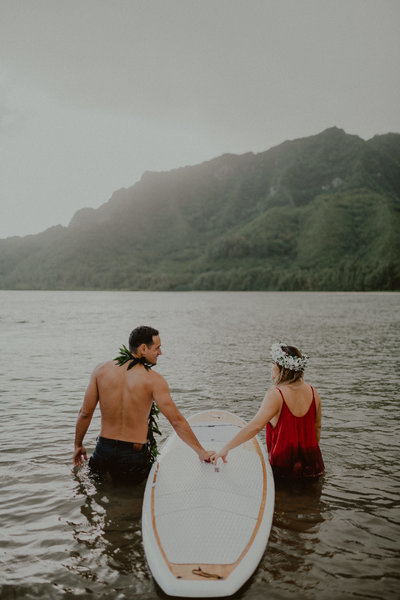 Kahana-Bay-Sunrise-Engagement-Surfboard-Water-Oahu-Hawaii-Chelsea-Abril-Photography-2896