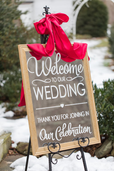 Mirrored wedding welcome sign at the Golden Horseshoe Inn