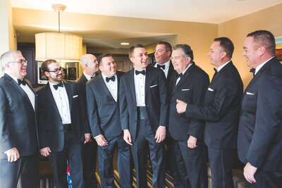 grooms-party-laughing-in-hotel-columbus-ohio