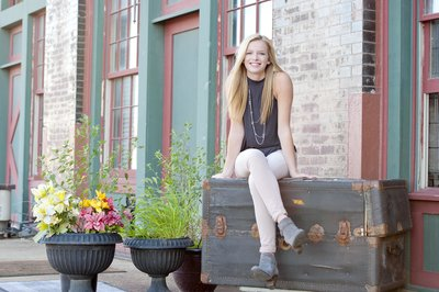 girl senior photographer