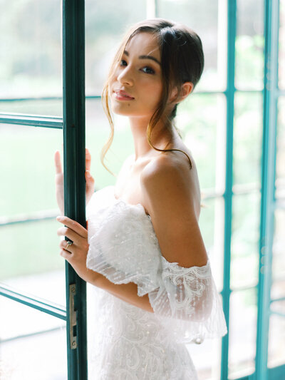 Ruffled Blog Modern Bridal Shoot at Graylyn24