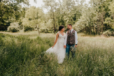 Outdoor wedding photographer Lauren Beers