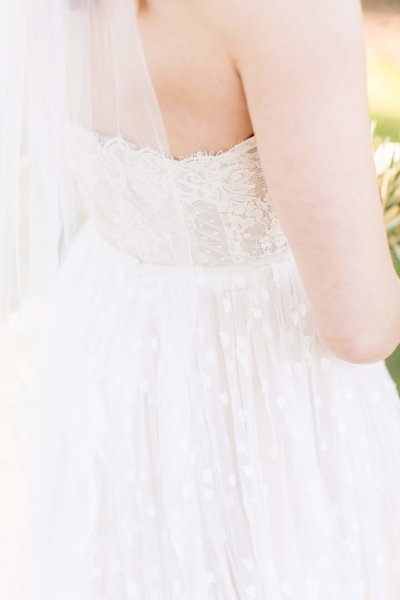 wedding grown details for curvy bride