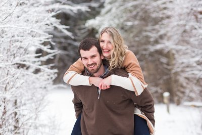 snowy winter engagement session quail hollow park photographed by jamie lynette photography canton ohio photographer