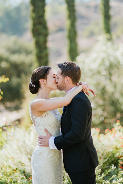 Bride-Groom-First-Look-Kiss