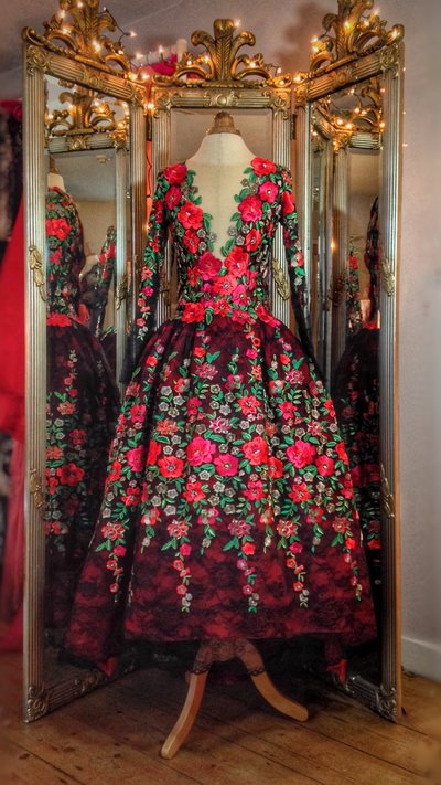 Kahlo_embroidered_flower_red_black_mexican_evening_dress_JoanneFlemingDesign (2)