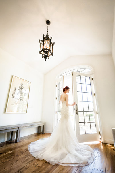 bride-opening-french-doors-villa-aix-vineyard