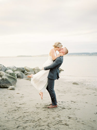 anniversary photos at crescent beach by teryn lee photography