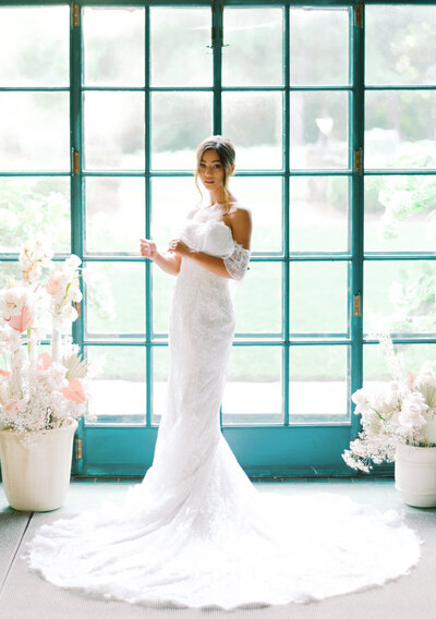 Ruffled Blog Modern Bridal Shoot at Graylyn22