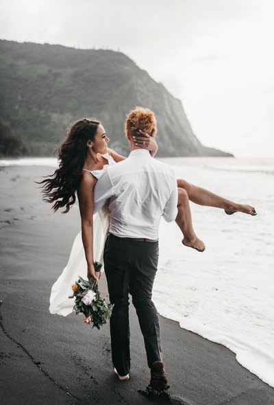 athena-and-camron-hawaii-waipio-valley-elopement-wedding35-black-sand-beach-bride-groom-romantic