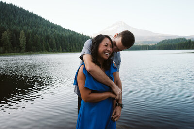 trillium-lake-engagement-photos