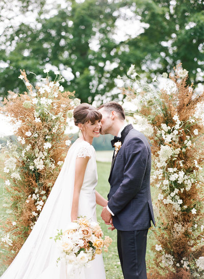 alexandra-meseke-understated-soft-luxury-wedding-upstate-ny_0106