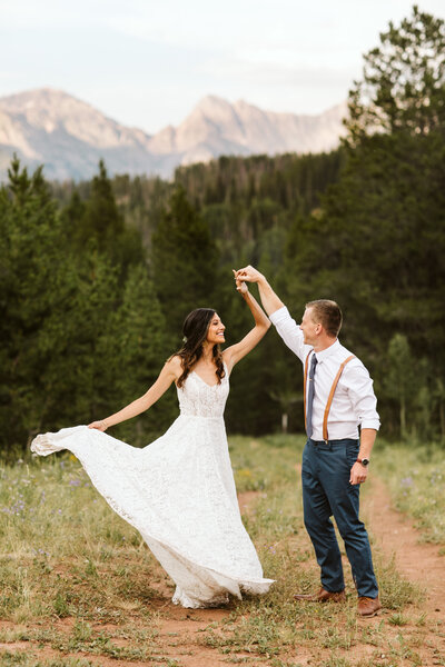couple dancing at their Colorado elopement
