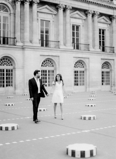 palais-royal-paris-engagement-photographer-jeanni-dunagan-5