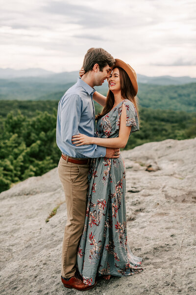 Knoxville engagement photographer, Elly Maria