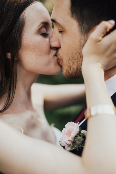 Bride-Groom-Kiss