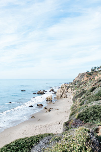 Panoramic view of Malibu beach with cliffs and view of the pacific ocean