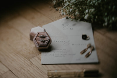 wedding-invitation-flat-lay-photography