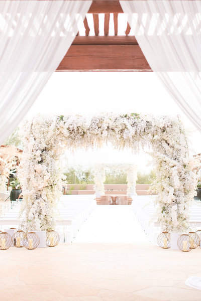 White Four Seasons Scottsdale, Arizona Wedding Ceremony Altar | Amy & Jordan Photography