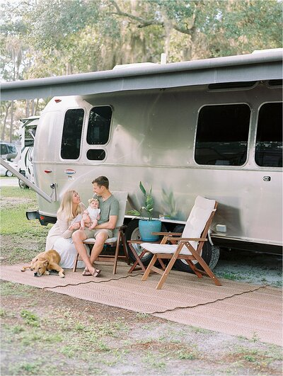 reneehollingsheadphotography_airstream_family_session_in_venice_florida_0006