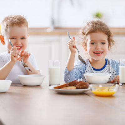 Thrive by Spectrum Pediatrics image for pediatric feeding therapy mentorship service is two children happily eating during mealtime