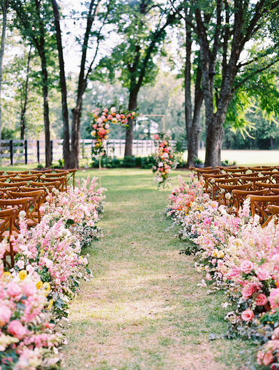 max-owens-design-bright-summer-wedding-07-ceremony-aisle