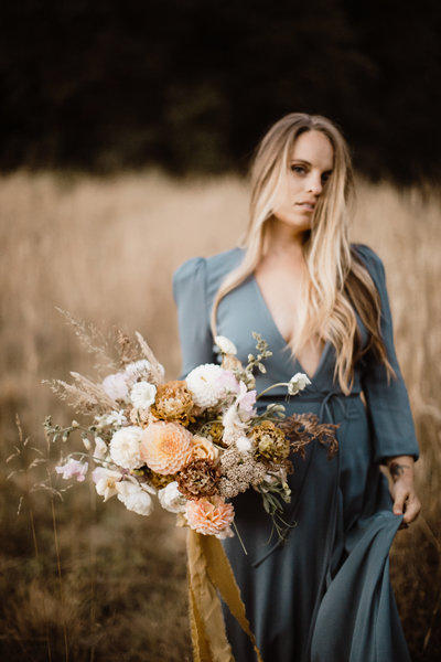 GOLDEN HOUR IN THE FIELDS STYLED SHOOT