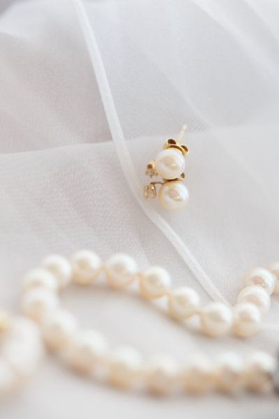Pearl Wedding jewelry sits on top of veil