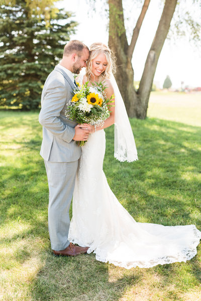 Iowa City Bride and Groom with Sunflower bouquet | Megan Snitker Photography | Iowa City Wedding Photographers