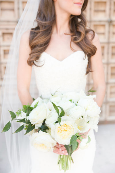 White Bridal Bouquet Omni Montelucia Wedding Paradise Valley, Arizona | Amy & Jordan Photography