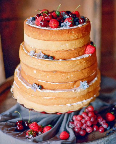 emily-patton-wedding-montana-lemon-chiffon-cake-102892804_vert