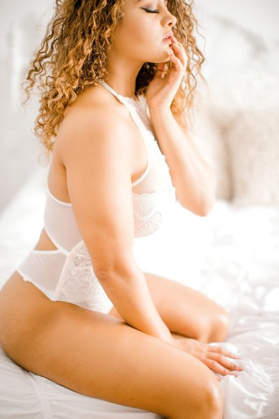 Jazmine Torres Lingerie BHLDN Model Boudoir Light Airy Richmond VA Beach Yours Truly Portraiture-38