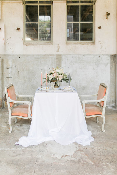 Sweetheart table in an old factory styled for an intimate wedding shoot at Fabriek Zuidermeer in Amsterdam by Lovely & Planned