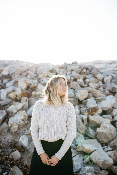 Blonde woman in front of rocks