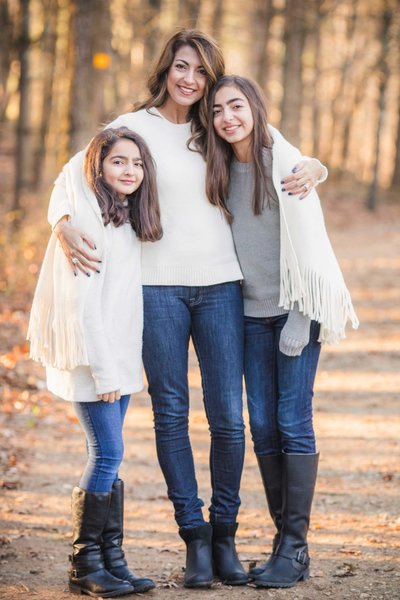 16 CT family photographer with mother and two daughters